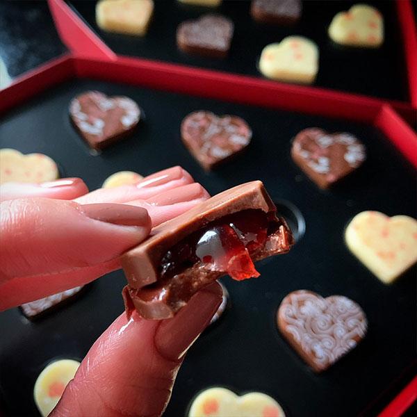 caixa de bombons de chocolate recheado com morango